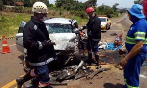 Condutor de carro com placas de Goioerê morre em colisão frontal contra van na PR-317