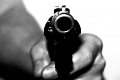 Três bandidos encapuzados e armados rendem família em propriedade rural em Goioerê