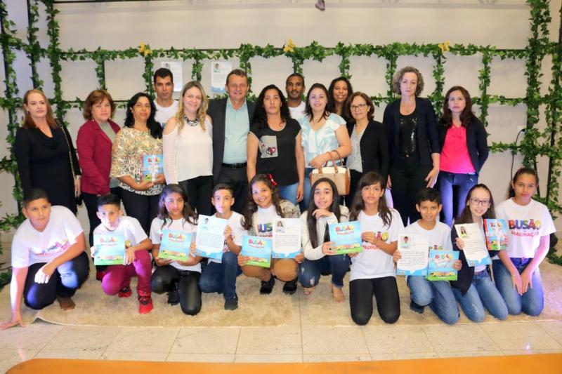 14 alunos goioerenses foram escolhidos para compor o livro lançado pela Cooperativa Copacol