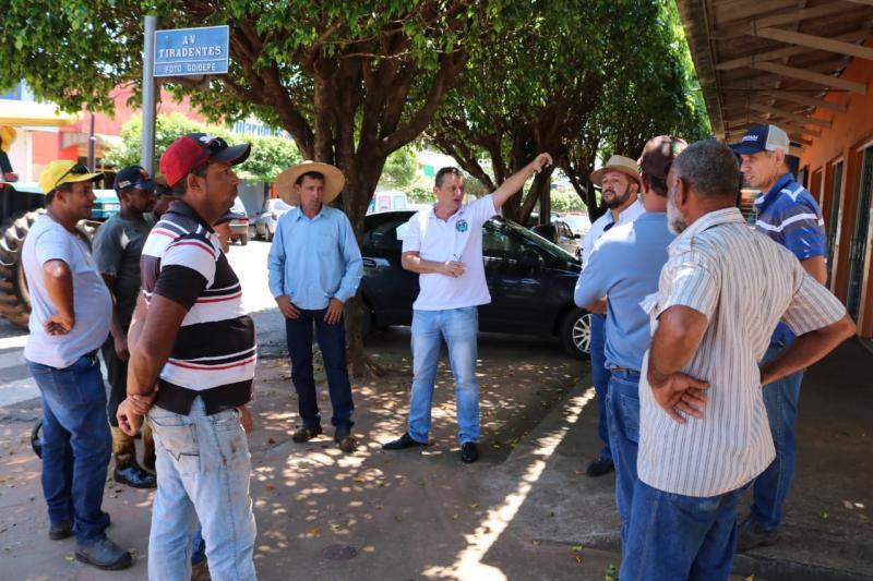 Secretaria de Viação e Obras intensifica serviço de revitalização asfáltica finalizando a rua Rio Negro