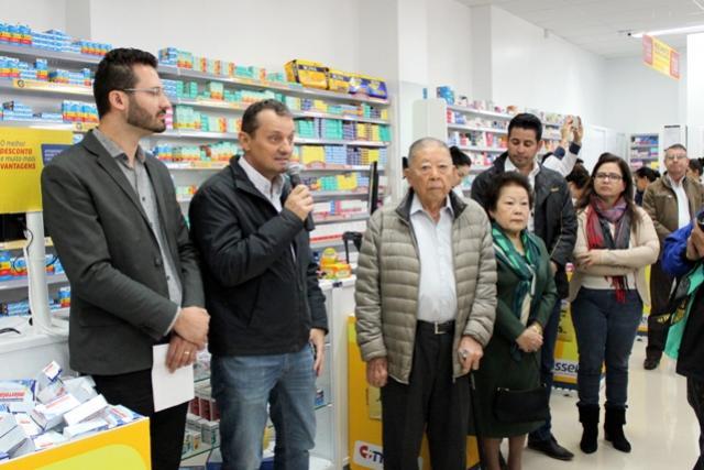 Prefeito Pedro Coelho participa de inauguração de unidade de farmácia em Goioerê