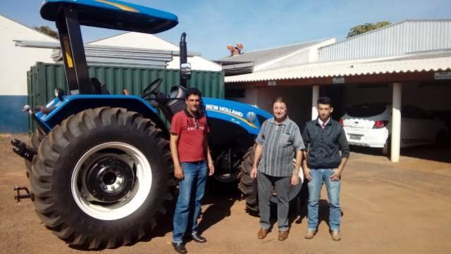 Quarto centenário recebe implementos agrícolas através do Deputado Federal Dilceu Sperafico