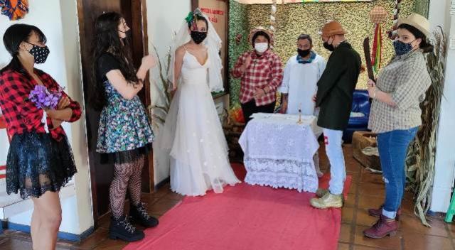 Alunos do curso de teatro da Secretaria de Cultura de Goioerê realizam casamento caipira