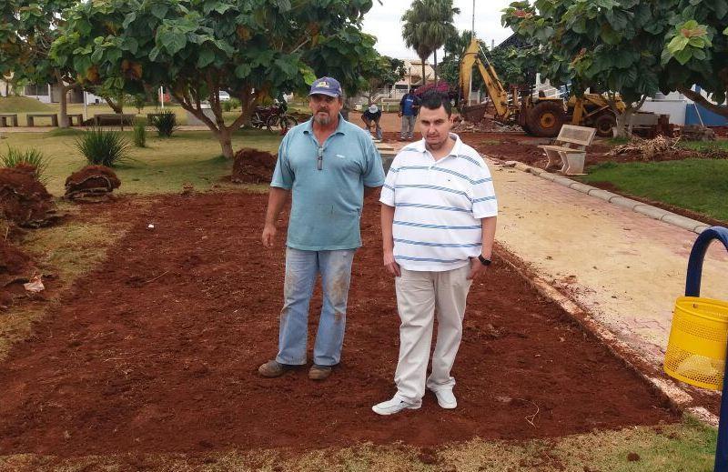 Prefeitura de Quarto Centenário inicia construção do novo banheiro da praça da Igreja Matriz