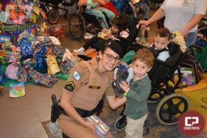 Polícia Militar realiza doação de brinquedos à instituições da cidade de Sarandi