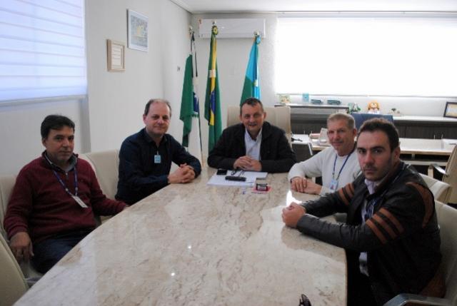 Pedro Coelho recebe goioerense nomeado novo gerente regional da Sanepar