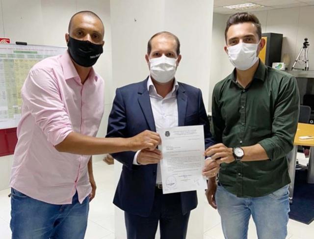 Vereadores Fabiano Barboza e Patrik Peloi liberam emendas para Goioerê