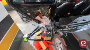 PRE de Cianorte apreende veículo carregado com mais de 90 kg de maconha e prende duas pessoas