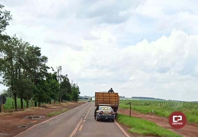 PRF apreende caminhão após perseguição na PR-180