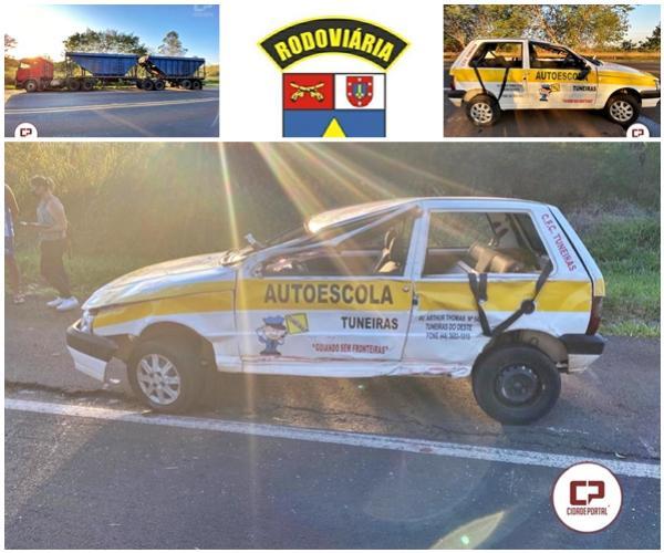 Travamento de rodado de semireboque causa capotamento de veículo de autoescola na PR-323