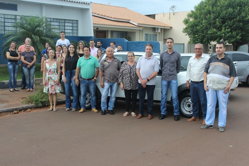 Prefeitura de Quarto Centenário recebe veículo 0KM para atender Secretaria de Obras e Serviços Públicos
