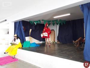 Alunos do 3º ano do Curso Formação de Docentes, realizaram apresentações sobre contos infantis