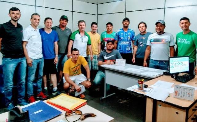 Secretária de Esportes realiza reunião para definir o regulamento da 3ª Copa União Jurapetro de Futsal Regional