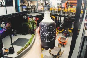 Chope em casa: bar de Curitiba oferece growlers e promoções especiais para viagem
