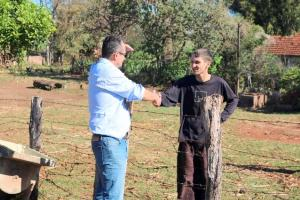 Prefeito Pedro Coelho atende moradores e autoriza frente de trabalho em Jaracatiá
