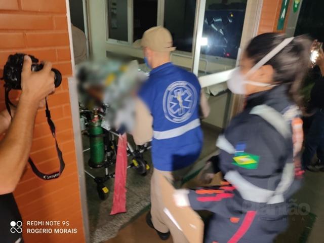 Homem é socorrido em estado grave após levar 12 facadas do irmão