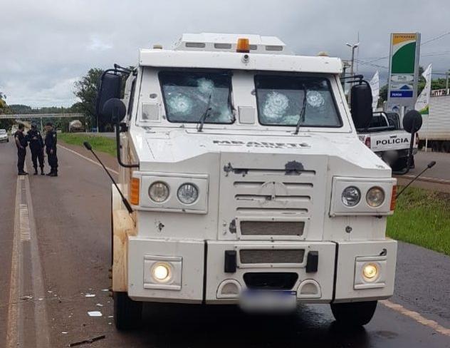 Assaltantes levam mais de R$ 1 milhão de carro-forte no Paraguai