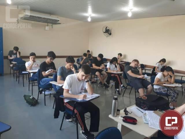 Alunos do colégio do Novo Mundo realizam simulados de vestibular: treinar para aprender