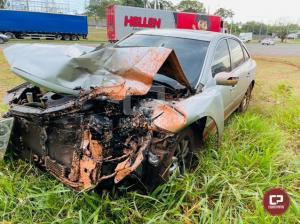 PRE de Cruzeiro do Oeste apreende veículo carregado com cigarros após causar acidente na PR-323
