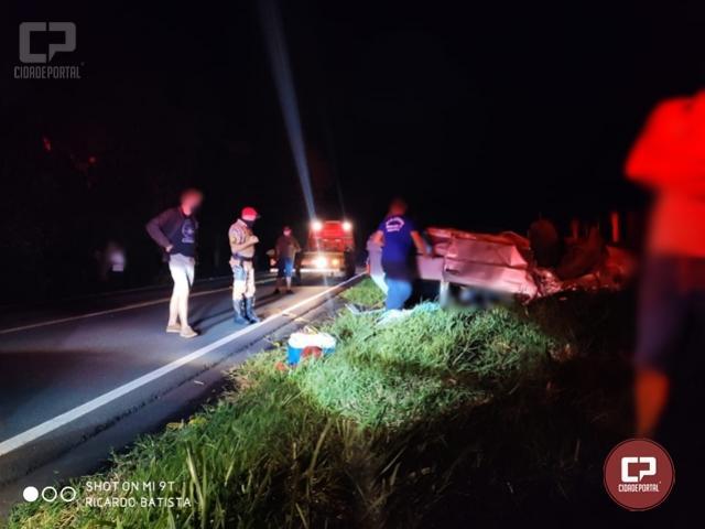 Quatro pessoas ficam feridas após carro capotar na PR-082 em Terra Boa