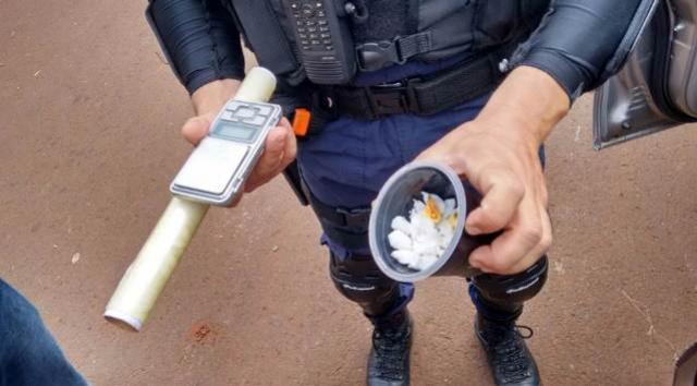 Guarda Municipal flagra rapaz com cocaína e carro com placas clonadas em Sarandi