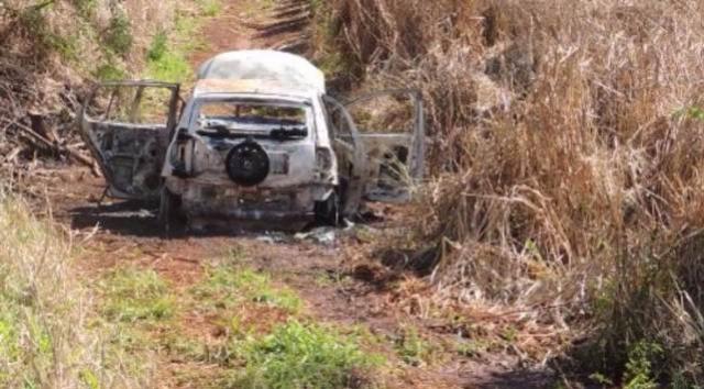 Cross Fox sem placas é incendiado em estrada rural em Tupãssi