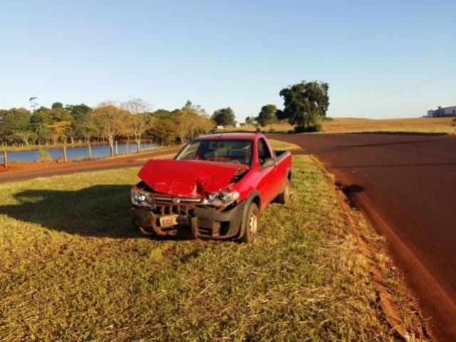 Veículo com placas de Goioerê se envolve em acidente PR 317 em Formosa do Oeste