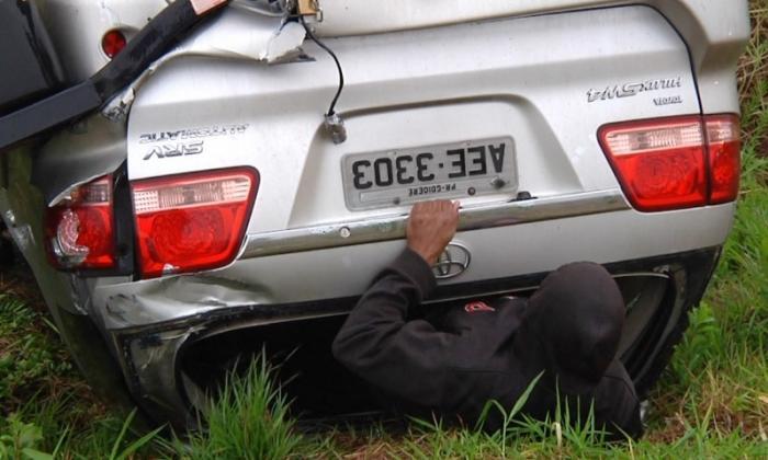 Hilux com placas de Goioerê capota na rodovia BR-272, próximo a Farol